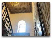 отель Sapphire Bayil: Лестница