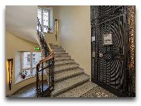 отель Savoy Boutique Hotel: Лестница из холла