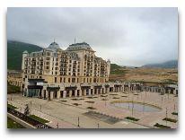 отель Shahdag Hotel&Spa: Вид из окна на отель Pik Palace
