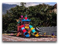 отель Shaki Palace Hotel: Детская площадка
