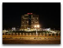 отель Sheraton Dushanbe: Отель вечером