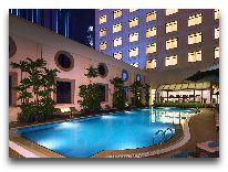 отель Sheraton Saigon Hotel&Towers: Бассейн ночью