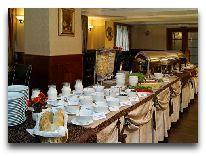 отель Соната: Шведский стол в ресторане