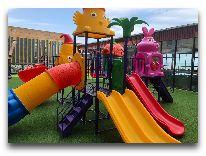 отель Spring Hotel: Детская площадка