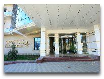 отель Spring Hotel: Вход в отель