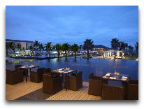 отель Sunrise Hoi An Beach Resort Hotel: Ресторан у бассейна