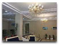 отель Tashkent: Холл отеля