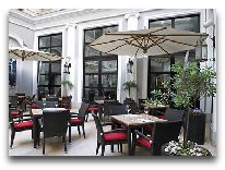 отель Tbilisi Marriott Hotel: Кафе на улице