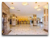 отель The Grand Gloria Hotel: Холл отеля