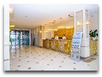 отель The Grand Gloria Hotel: Ресепшен