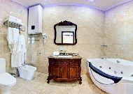 отель The Plaza Hotel Bishkek: Ванная в номере Super Suite