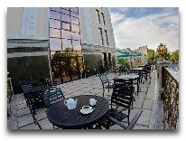 отель The Plaza Hotel Bishkek: Летняя веранда
