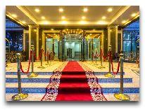 отель The Plaza Hotel Bishkek: Вход в отель