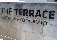 отель The Terrace Hotel & Restaurant: Фасад отеля