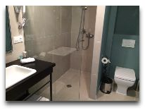 отель The Terrace Hotel & Restaurant: Ванная в номере
