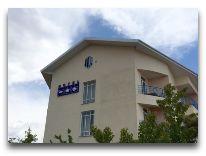 отель Три Короны: Фасад отеля