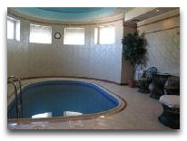 отель Turkestan: Бассейн