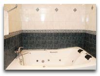 отель Valensia Hotel Yerevan: Ванная в номере Senior Suite