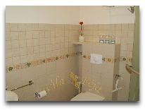 отель Villa Feja: Ванная комната в трехместном номере