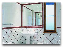 отель Villa Mary: Ванная комната в белом люксе