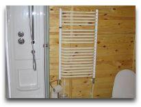 отель Высокий Берег: Коттедж ванная комната