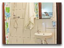 отель Warsaw Downtown Hostel: Ванная комната в четырехместной комнате