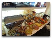 отель Weekend Boutique Hotel: Шведский стол