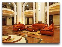 отель Zargaron Plaza: Холл отеля