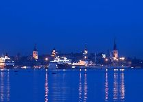 Эстония: общая информация, фото: Вид на вечерний город с набережной