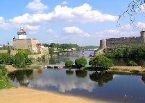 Эстония: общая информация, фото: Вид на крепости по берегам Нарвы