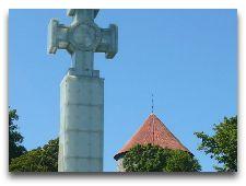Эстония: общая информация, фото: Светящийся крест на пл. Свободы