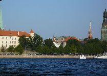 Латвия: информация для туристов, фото: Домский Собор с реки