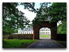 Замок Алатскиви: Подъезная аллея