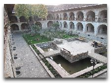 Историко-архитектурные памятники: Караван сарай Баку
