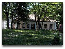 Дом–музей А.С. Пушкина в Кишинёве: Во дворе музея