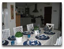 Дом на холме: Дом на холме гостиная+кухня