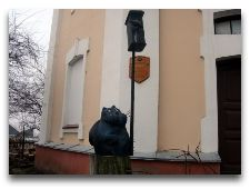 Достопримечательности Гродно: Черный кот у башен Бася и Кася