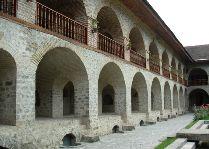 Достопримечательности Шеки и его окрестностей: Нижний караван-сарай
