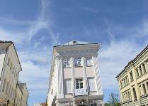 Падающий дом