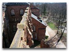 Достопримечательности Тарту – на холме Тоомемяги: Башни Домской церкви в Тарту