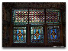 Дворец Шекинских Ханов: Окна во дворце
