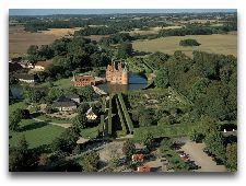 Замок Эгесков: Вид на замок с высоты птичьего полета