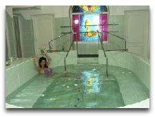 Бальнеологические факторы курорта Сверадув-Здруй: Купание в бассейне с радоновыми водами