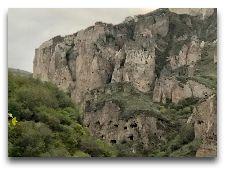 Горис. Общая информация: Пещерный город Хнзореск