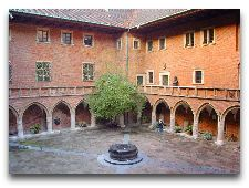 Музеи Кракова: внутренний двор Ягеллонского Университета