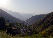Окрестности Душанбе: Вид сверху на курорт Ходжа-Оби-Гарм