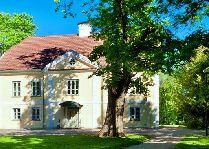 Старое здание усадьбы