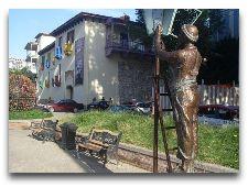 Памятники Тбилиси: Скульптура на ул. Бараташвили