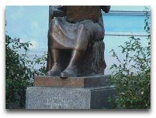 Памятники Тбилиси: Елена Ахвледиани