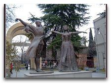 Памятники Тбилиси: Памятник И.Сухишвили и Н.Рамишвили.3